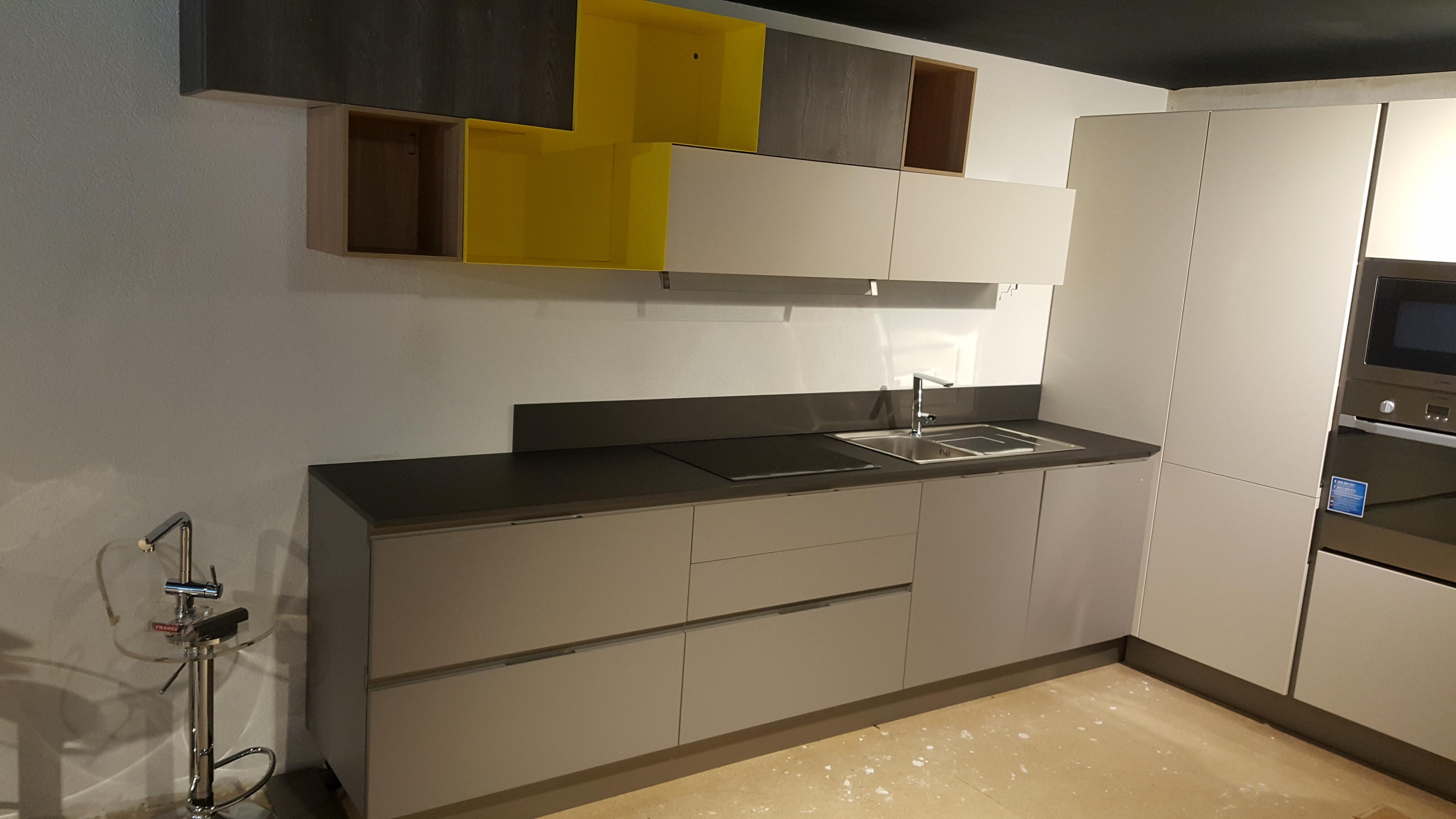 cuisine d 39 exposition avec lectrom nager vendre exposition de salles de bain cuisines. Black Bedroom Furniture Sets. Home Design Ideas